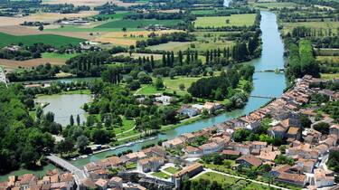 Blick auf den Fluß Charente in Saint Savinien - ©FDHPA17