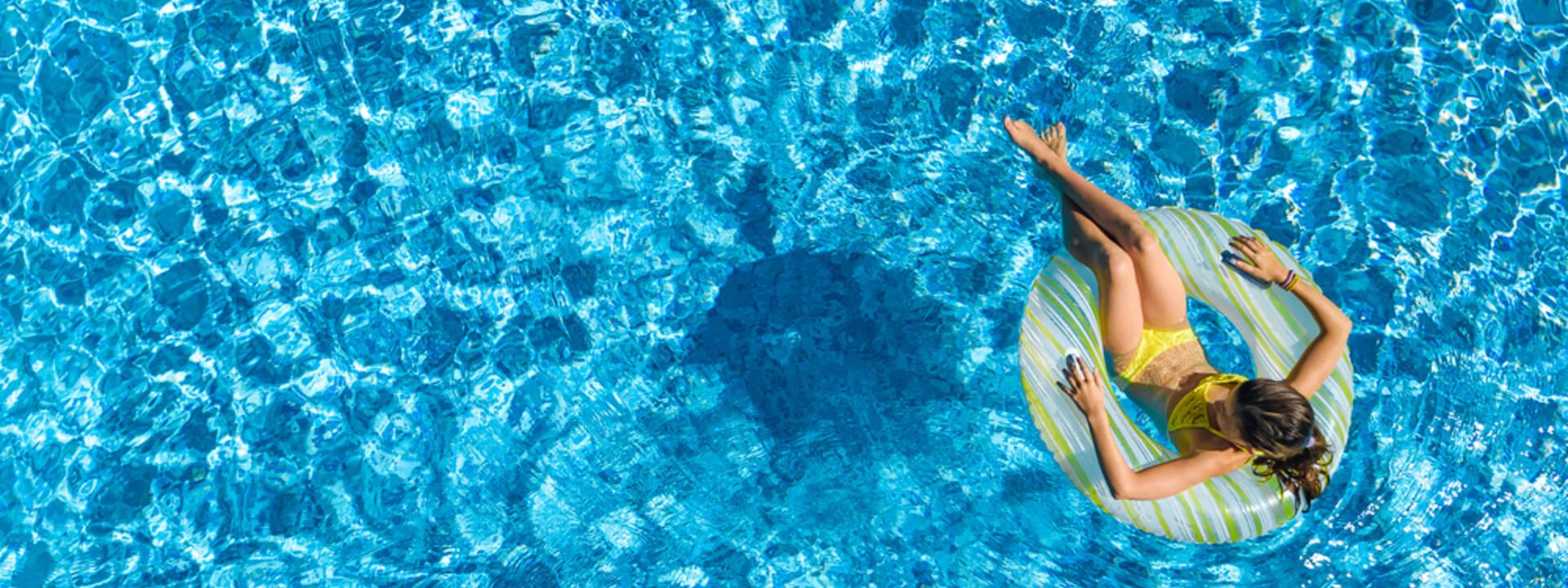 Photo piscine au camping - ©Shutterstock