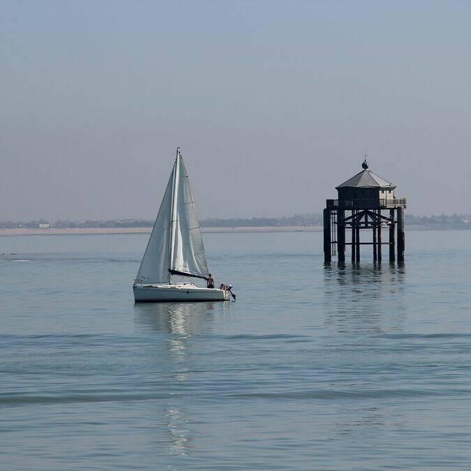 """Der """"Phare du Bout du Monde"""" vor der Küste von La Rochelle © Perrine BELIN / CMT"""